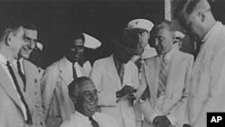 罗斯福总统1936年登上印第安纳波利斯号军舰
