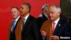 Thủ tướng New Zealand John Key (bên trái), Tổng thống Hoa Kỳ Barack Obama, và Thủ tướng Australia Malcolm Turnbull trong trang phục truyền thống của Peru khi tham dự Hội nghị Thượng đỉnh APEC ở Lima, Peru, ngày 20/11/2016.