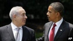 네탄야후 총리와 대화를 나누는 오바마 대통령(우)