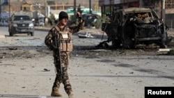 Bombalı araçla düzenlenen saldırıda en az 7 kişi hayatını kaybetti. Ölenlerden biri de okuluna gitmek üzere oradan geçen 13 yaşında bir çocuk.