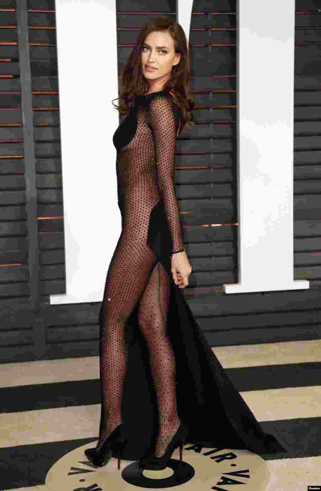Irina Shayk, ex-namorada de Cristiano Ronaldo, chega à festa dos Oscars da Vanity Fair