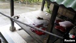 Máu của một nghi phạm khủng bố tại hiện trường sau một vụ tấn công ở đảo Bali, ngày 19/3/2012