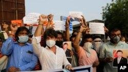 တ႐ုတ္နဲ႔ အိႏၵိယနယ္စပ္မွာ ႏွစ္ဘက္တပ္ ခိုက္ရန္ျဖစ္ပြါးခဲ့တဲ့ ကိစၥနဲ႔ ပတ္သတ္ၿပီး အိႏိၵယႏိုင္ငံ Ahmedabad ၿမိဳ႕က ဆႏၵျပပဲြျမင္ကြင္း။ (ဇြန္ ၁၆၊ ၂၀၂၀)