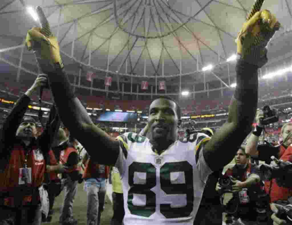 El recibidor James Jones, de Green Bay Packers, celebra la victoria de su equipo frente a los Falcons de Atlanta.