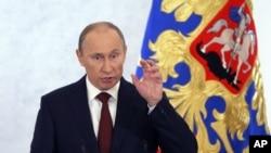 Rossiya prezidenti Vladimir Putin xalqqa murojaat qilmoqda, Moskva, 12-dekabr, 2012-yil