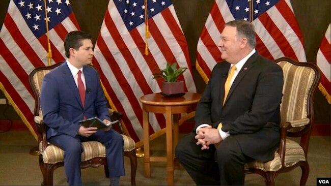El secretario de Estado, Mike Pompeo, en entrevista para la Voz de América, desde Asunción, Paraguay.