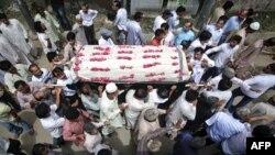 Ðám tang 1 nạn nhân thiệt mạng vì bạo động tại Karachi, ngày 18/8/2011