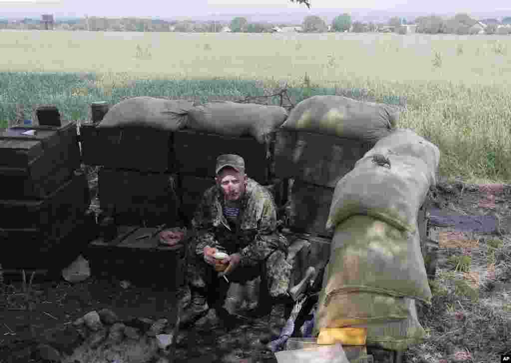 A Ukrainian soldier takes a rest at a checkpoint outside Slovyansk, Ukraine, May 30, 2014.
