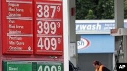 图为美国俄勒冈州波特兰一处加油站7月29日的价格