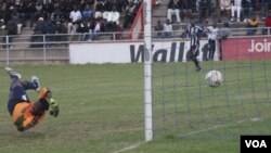 FILE: Highlanders strikeer Simon Munawa scores against Platinum Stars goalkeeper Nelson Chadya.