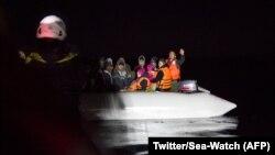 Une équipe de Sea-Watch a sauvé 92 migrants le jour de l'an en Méditerranée, 1er janvier 2018. (Twitter/Sea-Watch)
