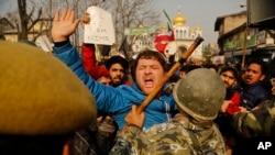 什葉派穆斯林在印控克什米爾街頭抗議資料照。