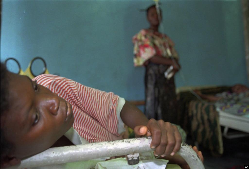 Ebola le prix christophe m rieux 2015 au professeur muyembe - Dormir tete au sud est ...