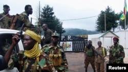 Des miliciens de la Séléka à Bangui, théâtre de pillages des infrastructures de santé