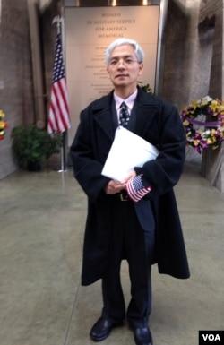 来自中国的王刚现在是维吉尼亚州的一名病理医生。(美国之音 陈怡拍摄)2013年11月13日