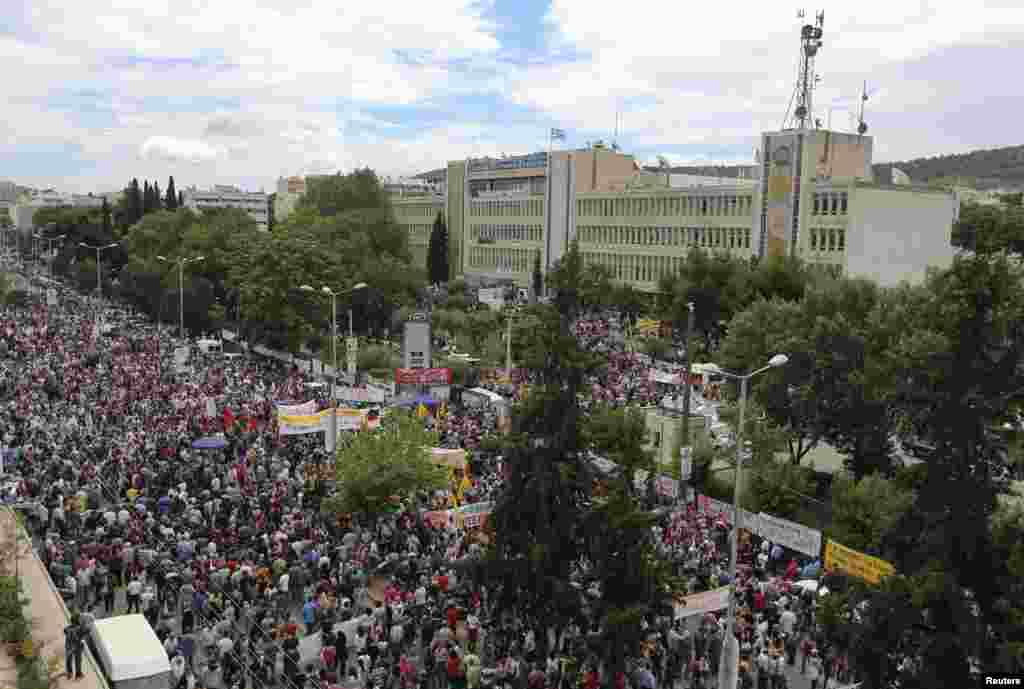 Protesters hold a rally outside Greek state broadcaster ERT headquarters, Athens June 13, 2013.
