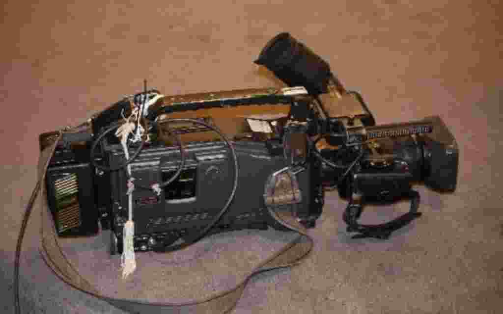 La cámara es la herramienta de trabajo de los periodistas, aunque para algunos regímenes es una peligrosa arma que prefieren destruir.