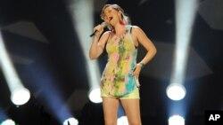 Jennifer Nettles se destaca como solista, tras su paso por Sugarland.