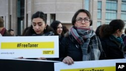 Human rights activists stage a protest demanding the release of Amnesty International's Taner Kilic, outside a court in Istanbul, Turkey. (File)