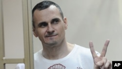 Український кінорежисер Олег Сенцов реагує на винесення вироку в суді у Ростові-на-Дону, Росія, 25 серпня 2015 року