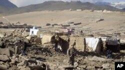 Hiện trường sau một vụ đánh bom tại tỉnh Wardak ở Afghanistan.