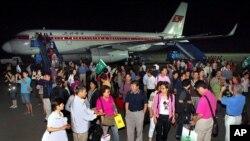 지난 2011년 7월 중국 상하이에서 출발한 중국인 관광객들이 북한 평양 공항에 도착했다. (자료사진)