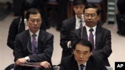 中國駐聯合國代表李保東(前)2月4日在安理會有關敘利亞問題會議上
