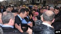 Sirijski predsednik Bašar al Asad tokom posete četvrti Baba Amr, u gradu Homsu