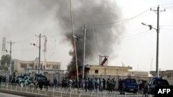 Một đám cháy bùng nổ sau một cuộc tấn công nhắm mục tiêu vào các trụ sở cảnh sát ở Lashkar Gah, thuộc tỉnh Helmand ở miền nam Afghanistan, ngày 31/7/2011