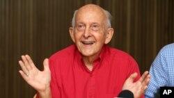 លោក Juris Greste ឪពុករបស់អ្នកកាសែតសញ្ជាតិអូស្រ្តាលីលោក Peter Greste បាននិយាយក្នុងសន្និសីទកាសែតក្នុងទីក្រុង Brisbane នៃប្រទេសអូស្រ្តាលី កាលពីថ្ងៃច័ន្ទទី២ ខែកុម្ភៈ ឆ្នាំ២០១៥។ កូនរបស់លោកគឺលោក Peter Greste ត្រូវបានដោះលែងនិងបញ្ជូនចេញពីប្រទេសអេហ្ស៊ីបកាលពីថ្ងៃអាទិត្យ។