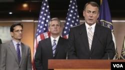 Ketua DPR AS John Boehner dan para anggota DPR AS yang dikuasai partai Republik menyetujui RUU pemotongan anggaran (19/7).