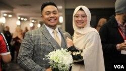 Rocky Tantu dan Nadya menikah setelah bertemu dalam acara matrimonial. (foto: VOA/Karlina)