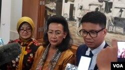GKR Hemas (tengah) bersama Irmanputra Sidin (kanan) di Jakarta, Selasa (8/1/2019). (Foto: VOA/Ahmad Bhagaskoro)