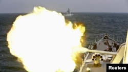 중국과 러시아 해군이 지난해 5월 상하이 인근 동중국해에서 합동 군사훈련을 실시하고 있다. (자료사진)