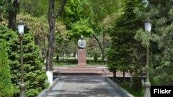 Sharof Rashidov haykali, Toshkent, O'zbekiston