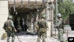 车臣安全人员检查爆炸现场