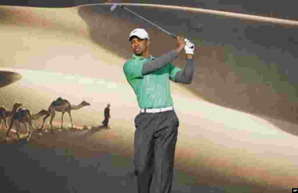 Tiger Woods of the U.S. tees off on the 15th hole during the first round of the Abu Dhabi Championship at the Abu Dhabi Golf Club January 26, 2012. REUTERS/Nikhil Monteiro (UNITED ARAB EMIRATES - Tags: SPORT GOLF)