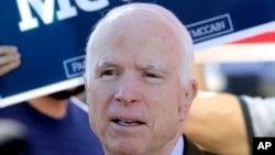 El senador John McCain presentará su nuevo libro sobre sus memorias el 22 de mayo de 2018.