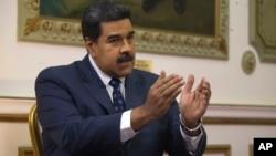 니콜라스 마두로 베네수엘라 대통령이 14일 카라카스의 미라플로레스 대통령궁에서 `AP' 통신과 인터뷰를 하고 있다.