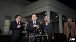 지난 3월 8일 백악관에서 도널드 트럼프 대통령을 면담한 정의용 청와대 국가안보실장과 한국 정부특사단이 미국과 북한의 정상회담 개최 합의 소식을 발표하고 있다.