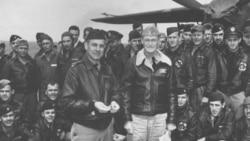 80 phi công cảm tử Doolittle được ghi công là đã giúp nâng tinh thần của người Mỹ lên vào thời điểm rất bi quan, và đập tan ý nghĩa bách chiến bách thắng của Nhật.