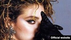 Madonna ນັກຮ້ອງຊື່ດັງກ້ອງໂລກຂອງສະຫະລັດ ເຈົ້າຂອງສຽງເພງ Holiday ທີ່ເຮົານໍາມາສະເໜີທ່ານ ເນື່ອງໃນວັນສຸດສັບປະດາ ວັນແຮງງານ ຢູ່ໃນສະຫະລັດ.