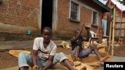 Mineurs artisanaux, Nyabibwe, Sud Kivu, RDC, le 31 octobre 2012.