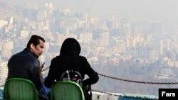 نمایی از فراز شهر تهران و آلودگی هوا.