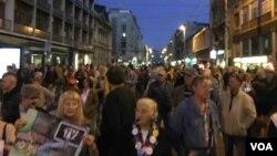 """Arhiva - Protesni skup """"Jedan od pet miliona"""" po 42. put održan je u Beogradu, 21. septembra 2019. (Foto: Aleksandra Nenadović, VoA)."""