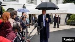 特朗普總統與白宮記者們。