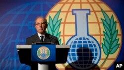Le directeur général de l'OIAC, Ahmet Üzümcü, commentant, lors d'une conférence de presse à La Haye, Pays-Bas, sur le Prix Nobel de la paix qui a été décerné à son organisation, le vendredi 11 octobre 2013.