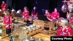 Pementasan kelompok Gamelan Padhang Moncar di Indonesia