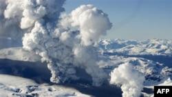 Ucqar Alaska adasında vulkan püskürüb