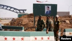 Tentara Suriah siaga di pelintasan utama perbatasan antara Suriah dan Yordania di kota Deraa, Suriah (foto: ilustrasi).